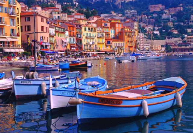 Louer un bateau dans la magnifique ville de villefranche for Piscine villefranche