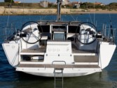 Sailboat charter Dufour 500