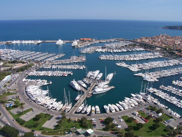 location de bateau antibes yacht charter antibes ports de location de bateau port yacht. Black Bedroom Furniture Sets. Home Design Ideas