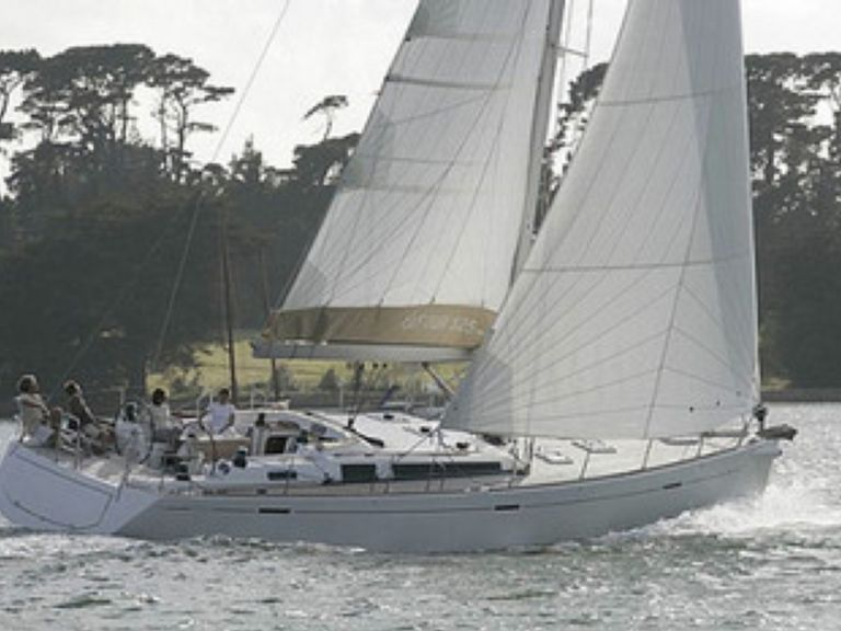 Sailboat charter Dufour 525