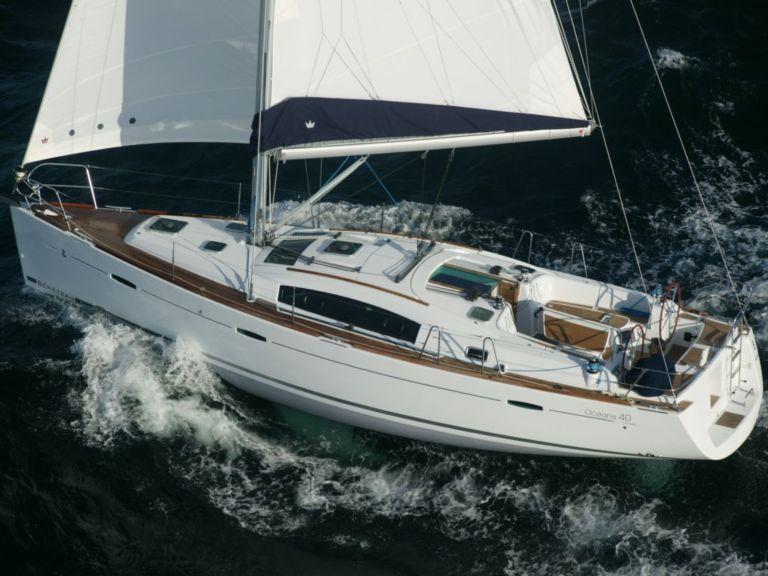 Sailboat charter beneteau oc anis 40 motor boat rentals for Exterieur equipement villeneuve loubet
