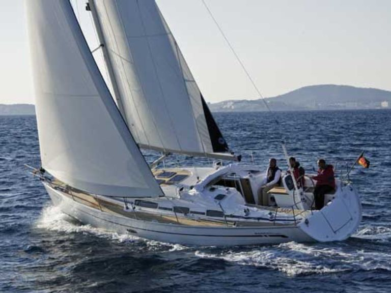 Sailboat charter Bavaria 38