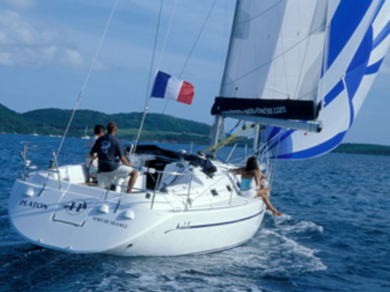 Sailboat Charter Harmony 38