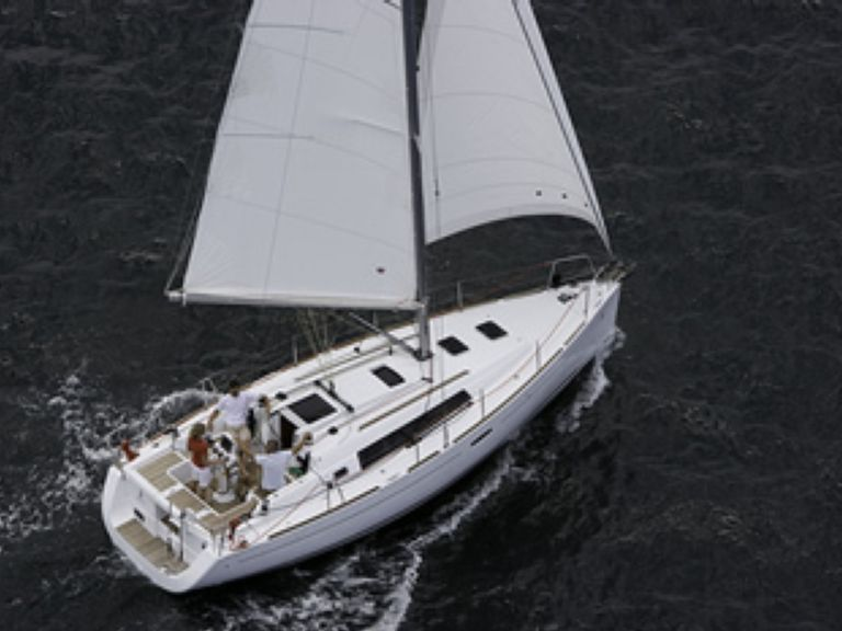 Sailboat charter Beneteau 34