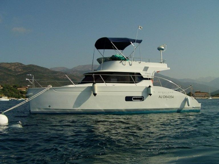 Catamaran Rental HIGHLAND PILOT 35