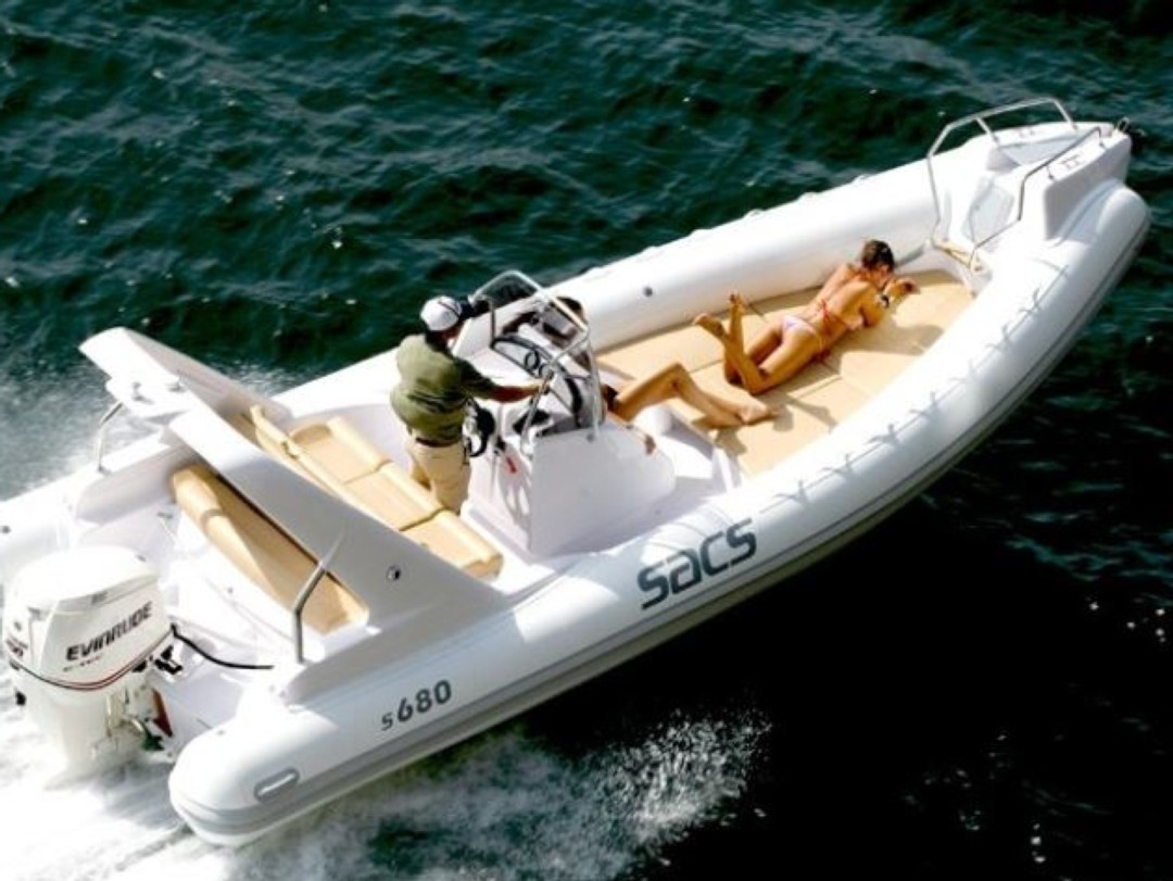 Semi-rigid boat Rental SACS 680