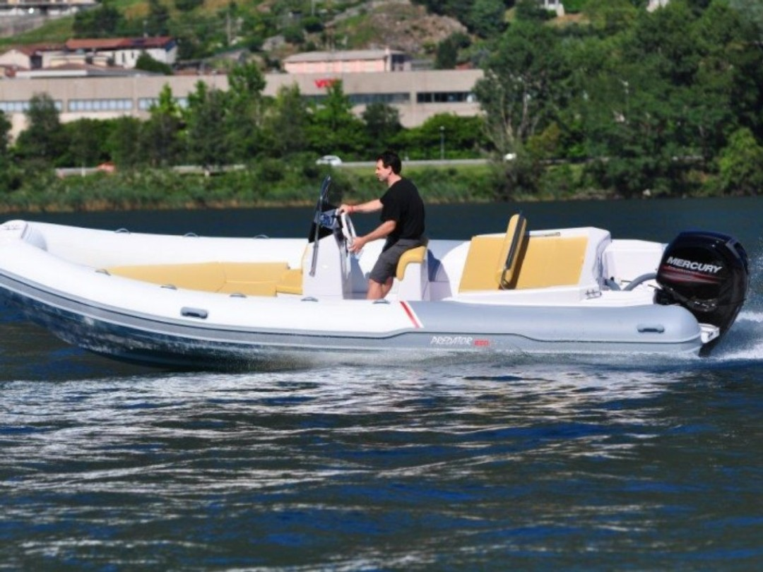 Semi rigid boat rental Predator 650